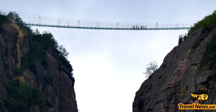 World's Largest Glass Bridge Closes After Two Weeks Due To Overwhelming Demand